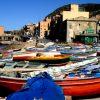 Boote in einer kleinen Bucht