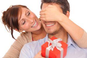 Der Artikel dient als Ratgeber für Last-Minute-Geschenke.