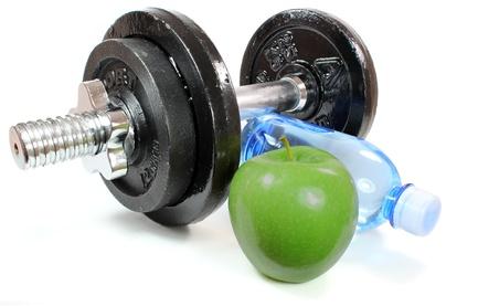 Apfel mit Hantel und Wasserflasche
