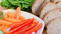 Der Artikel liefert Tipps für Anfänger einer veganen Ernährung.