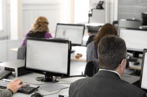 Arbeitgeber muss Arbeitnehmern ergonomische Bürostühle bereitstellen