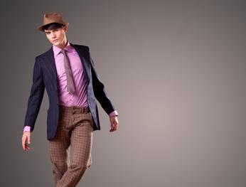 Junger Mann in modischer Kleidung