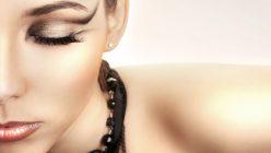 Artikelgebend sind Extensions anstatt Mascara.