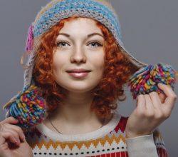 Frau mit Wollmütze