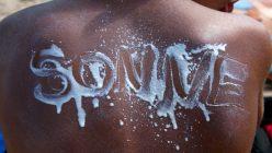 Der Artikel klärt welcher Sonnenschutz für welche Haut geeignet ist.