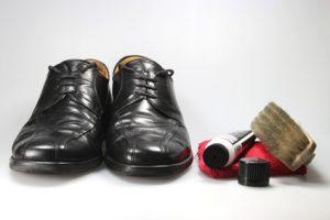 Schuhe und Pflegeprodukte