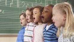 Artikelgebend ist der pädagogische Nutzen von Kinderliedern.