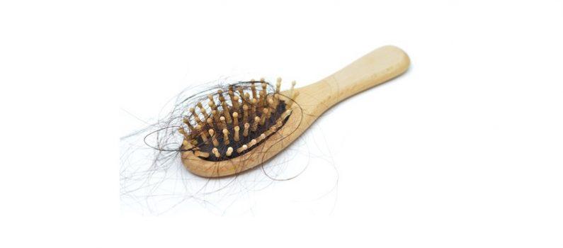 Haarausfall bei Frauen: Was tun, wenn es lichter wird?
