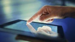 Handy und Tablet stören den Schlafrhythmus: Blaulichtfilter helfen