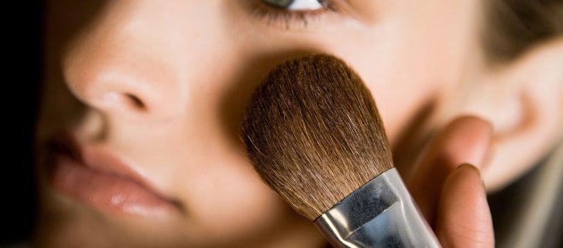 Das richtige Make-up, um jünger auszusehen