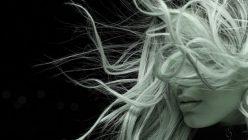 Die besten Tipps gegen statisch aufgeladene Haare